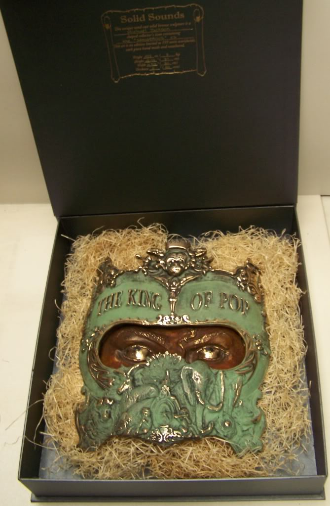 http://www.solidsounds.org.uk/img/Michael_Jackson_Dangerous/bronze/Michael_Jackson_Insid__Box1.jpg
