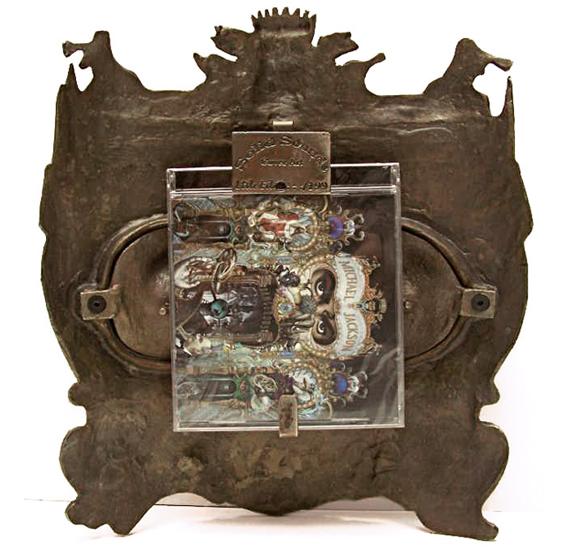 http://www.solidsounds.org.uk/img/Michael_Jackson_Dangerous/bronze/Michael_Jackson_box_Back1.jpg